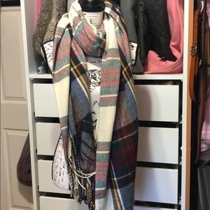 Accessories - Women's plaid blanket scarf